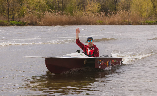 Studenci z Wrocławia zbudowali łódź solarną. Testowali ją na Odrze