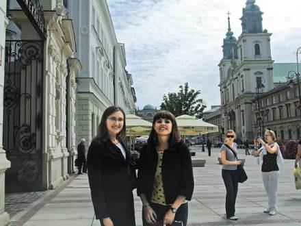 Studentki Martyna i Aleksandra nie wyobrażają sobie Krakowskiego Przedmieścia bez kebabów /EchoMiasta_Warszawa