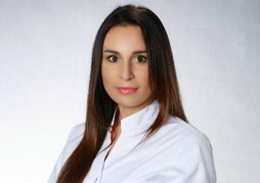 Absolwentka Wydziału Lekarskiego Collegium Medicum Uniwersytetu Jagiellońskiego w Krakowie (2009). Lekarz medycyny estetycznej, ukończyła też specjalizację z zakresu rehabilitacji medycznej. Pracuje w krakowskiej klinice VESUNA