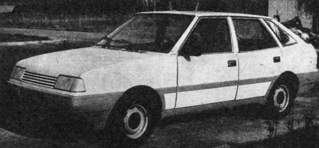 Styliści z FSO próbowali różnych sposobów uatrakcyjnienia sylwetki Poloneza. Oto prototyp z zadartą do góry boczną linią nadwozia. /Motor