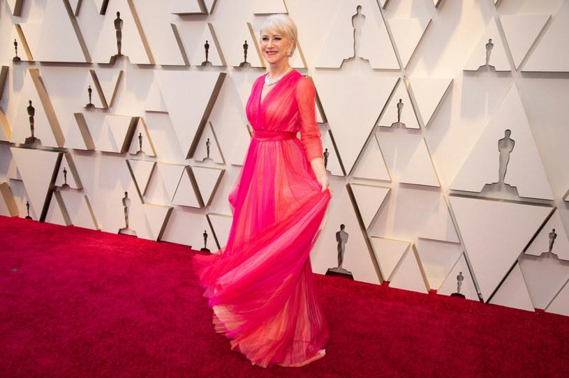 Stylistka Hellen Mirren przekonuje, że warto wprowadzić do garderoby trochę koloru /A.M.P.A.S./PictureLux/agefotostock/East News /East News