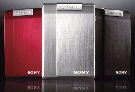 Stylistyce T100 nie można nic zarzucić. Aparat dostępny jest w 3 kolorach. /materiały prasowe