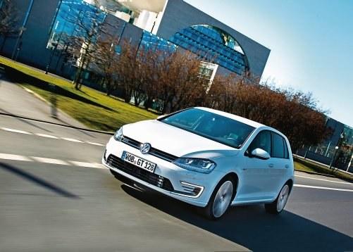 Stylizacja GTE bliższa jest tej w e-Golfie niż GTI czy GTD. Głównie za sprawą świateł do jazdy dziennej w kształcie litery C. /Volkswagen