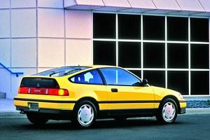Stylizacyjny pierwowzór: Honda CRX korzystała z platformy ówczesnego Civica. Model zadebiutował w 1983 r., w 1987 r. pojawiła się druga generacja auta (na zdjęciu), której topowa odmiana miała silnik o mocy 150 KM. /Honda