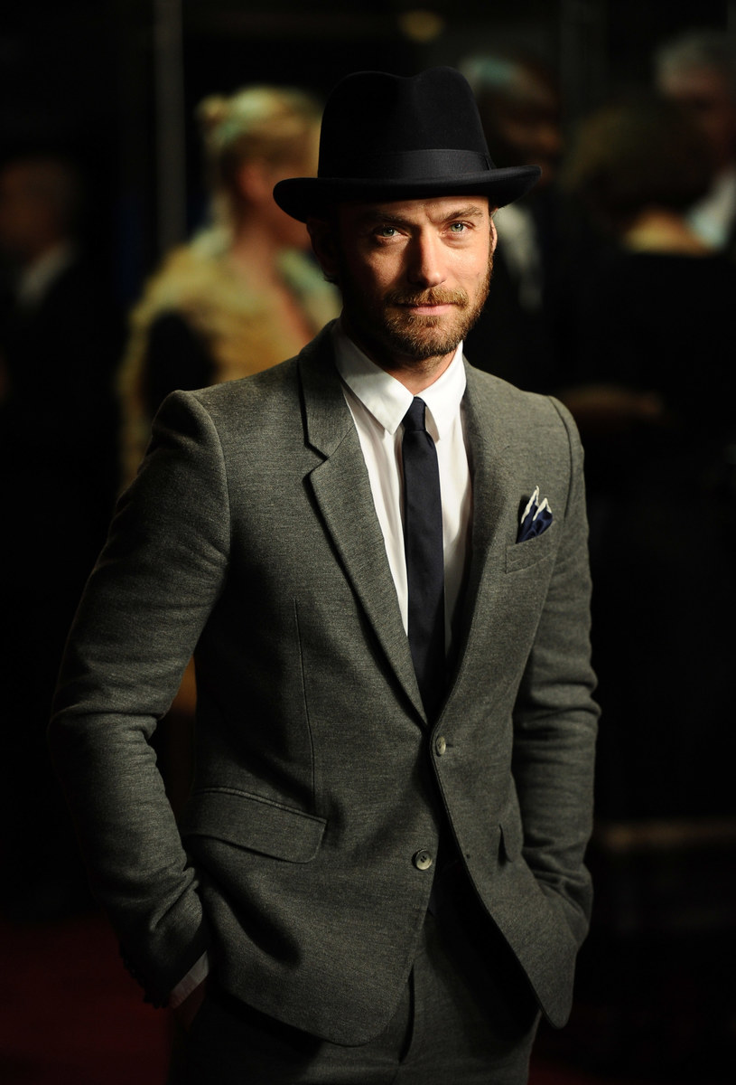 Stylowy aktor ma wiele fanek /Getty Images