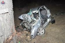 0007QI4Z7Q3A6YCS-C307 Subaru uderzyło w drzewo. Kierowca nie miał szans