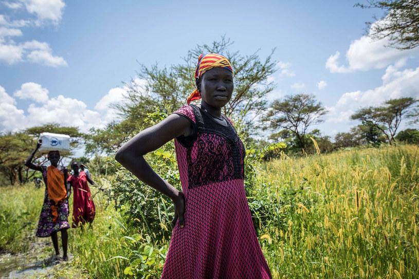 Sudanka w okolicach miejsca, gdzie rozdawana jest pomoc żywnościowa od ONZ /DENIS DUMO /Agencja FORUM
