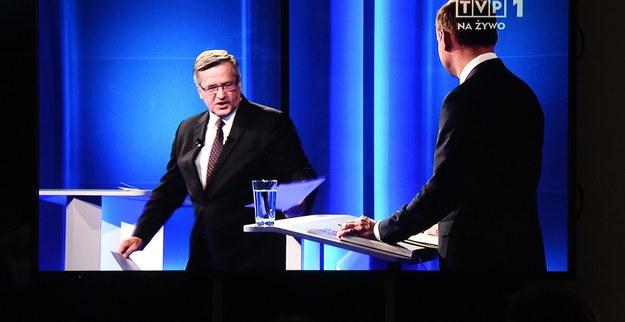 """Suflerzy kandydatów, czyli kto """"podpowiada"""" Komorowskiemu i Dudzie"""