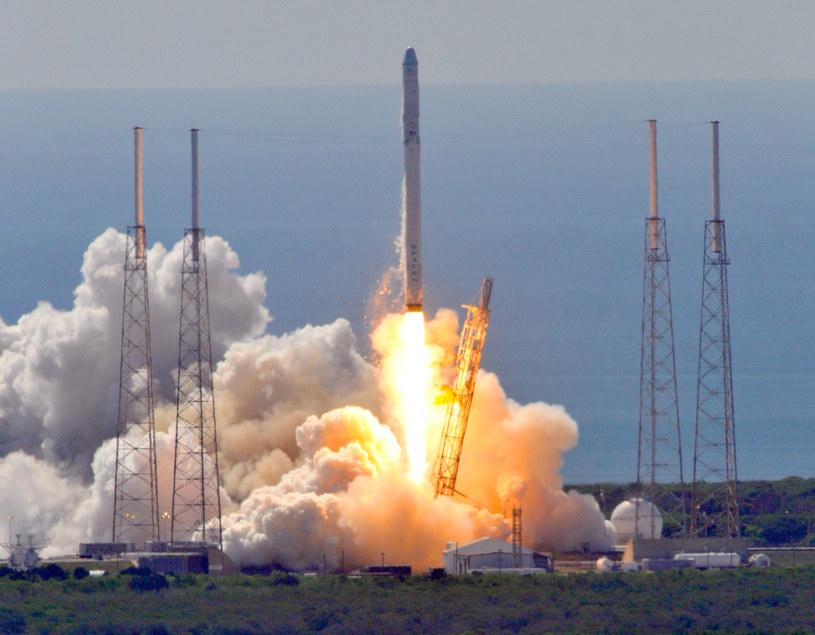 Sukces Falcon 9 oznacza początek epoki eksploracji kosmosu za którą odpowiedzialne będą prywatne firmy /AFP