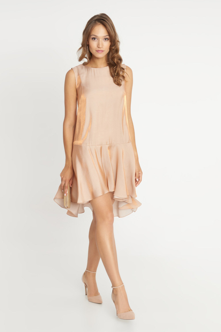 Sukienki koktajlowe zawsze pasują na prawie każde wesele /materiał partnera