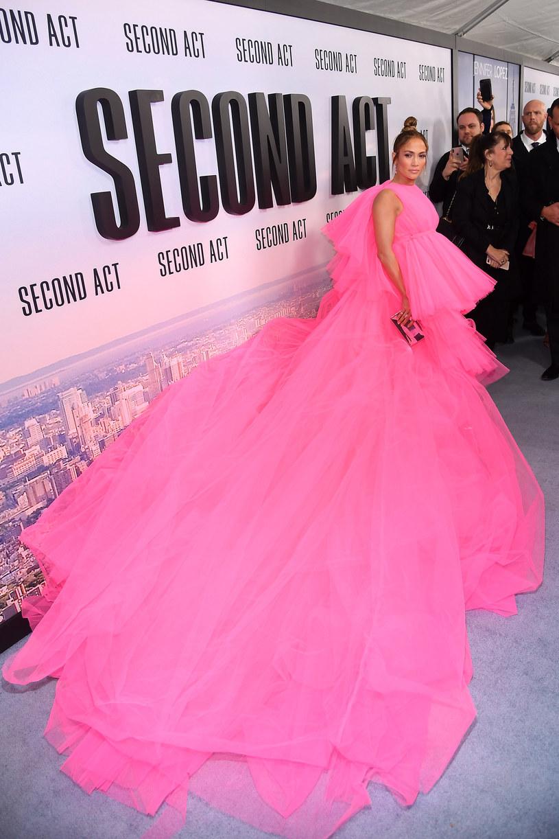 Suknia ciągnęła się na kilka metrów /Nicholas Hunt /Getty Images