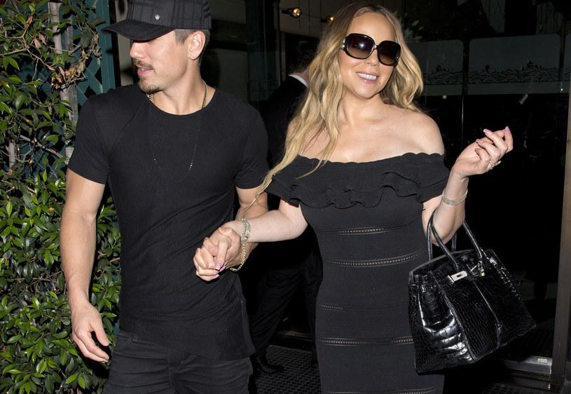 Suknia Mariah Carey podkreśliła jej szczupłą sylwetkę /Agencja FORUM