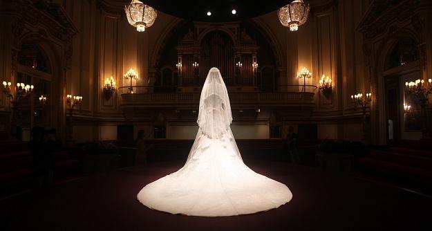 Suknia ślubna księżnej Cambridge, wystawiona w Pałacu Buckingham /AFP