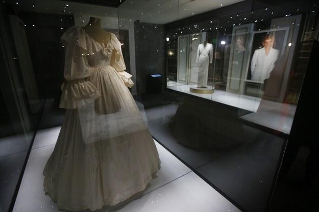 Suknia ślubna księżnej Diany /ELVIS GONZALEZ /PAP/EPA