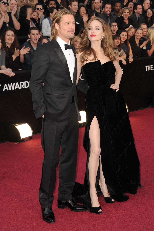 Suknie Angeliny Jolie przez długi czas była głownym tematem rozmów o oscarowych kreacjach /Getty Images