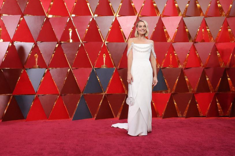 Suknię Margot Robbie przygotowywano około 600 godzin! /Getty Images