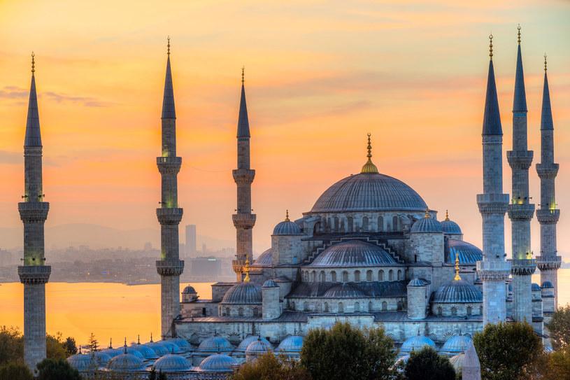 Sułtan Ahmed chciał postawić meczet, który przyćmiłby stojącą naprzeciwko Hagia Sophia. Tak powstał Błękitny Meczet, jeden z najwspanialszych na świecie /123RF/PICSEL