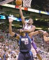 Suns - Mavericks 127:102. Amare w ofensywnej akcji /AFP