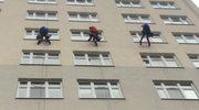 Superbohaterowie myją okna w Górnośląskim Centrum Zdrowia Dziecka (film: Anna Kropaczek)