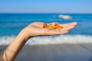 """Suplementacja witaminy D. Czy """"witaminę słońca"""" brać w lecie?"""