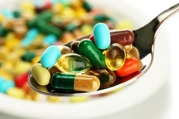 Suplementy diety mogą negatywnie wpływać na organizm /©123RF/PICSEL
