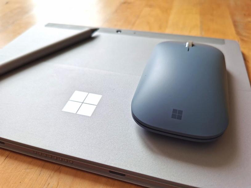 Surface Go 2 i myszka Mobile Mouse - klasyczna w formie, ale nowoczesna w środku /INTERIA.PL