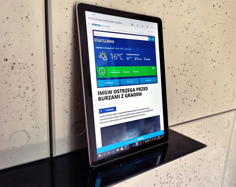 Surface Go 2 - w wersji tabletowej /INTERIA.PL