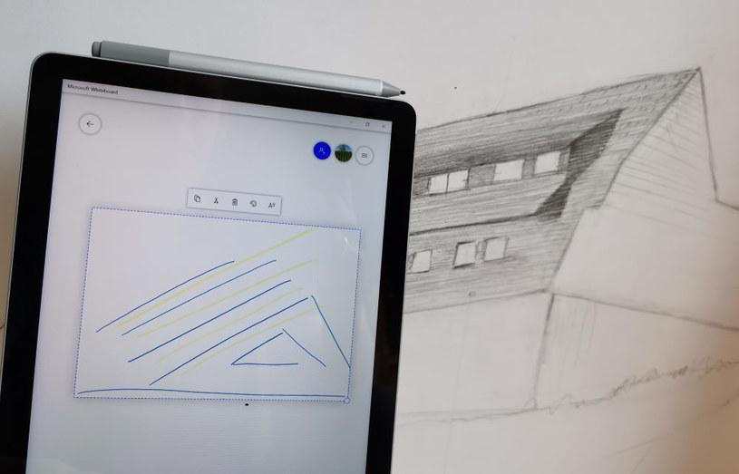 Surface Pen pozostaje fantastycznym urządzeniem do robienia notatek lub szkicowania /INTERIA.PL