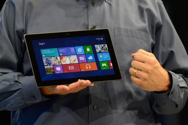 Surface to nie eksperyment, Microsoft inwestuje w sprzęt /AFP