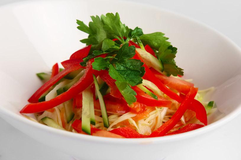 Surówka z trzech warzyw jest zdrowa i pyszna /123RF/PICSEL