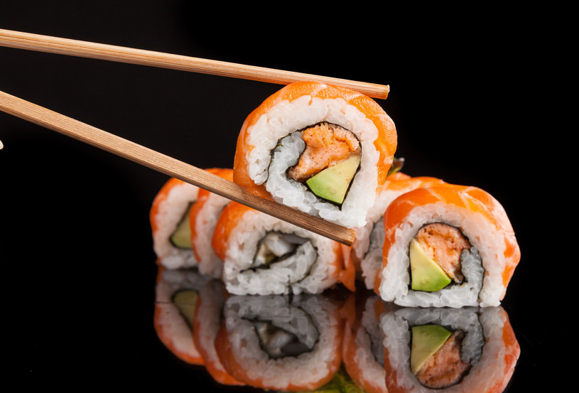 Sushi z łososiem /123RF/PICSEL