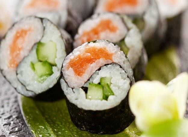 Sushi zrobione własnoręcznie smakuje równie dobrze! /123RF/PICSEL