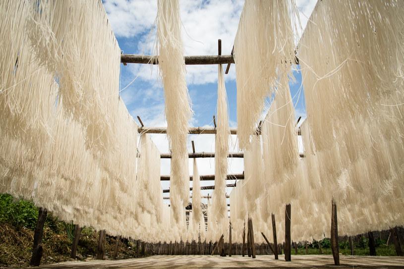 Suszenie makaronu ryżowego, Birma /materiały prasowe