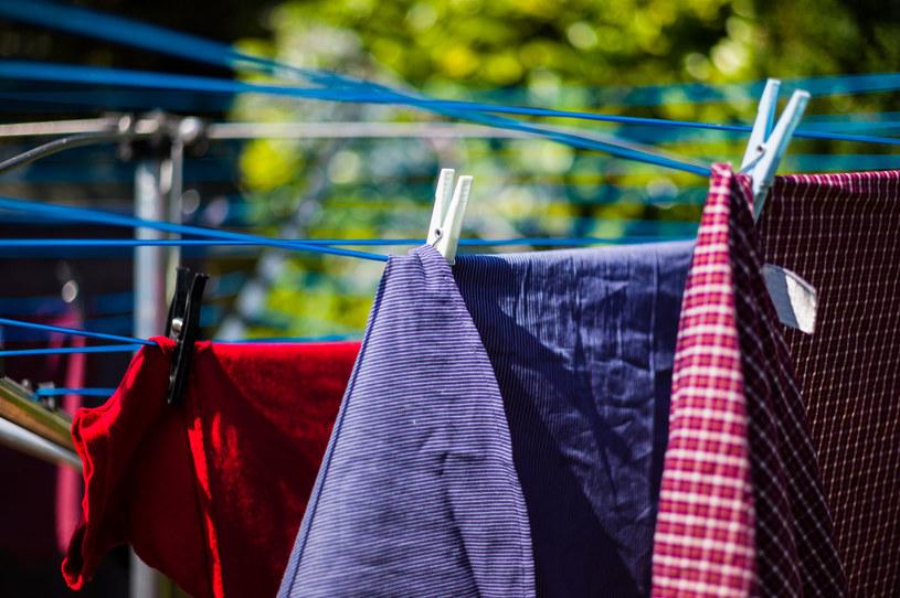 Suszenie prania na zewnątrz może być niekorzystne dla zdrowia /123RF/PICSEL