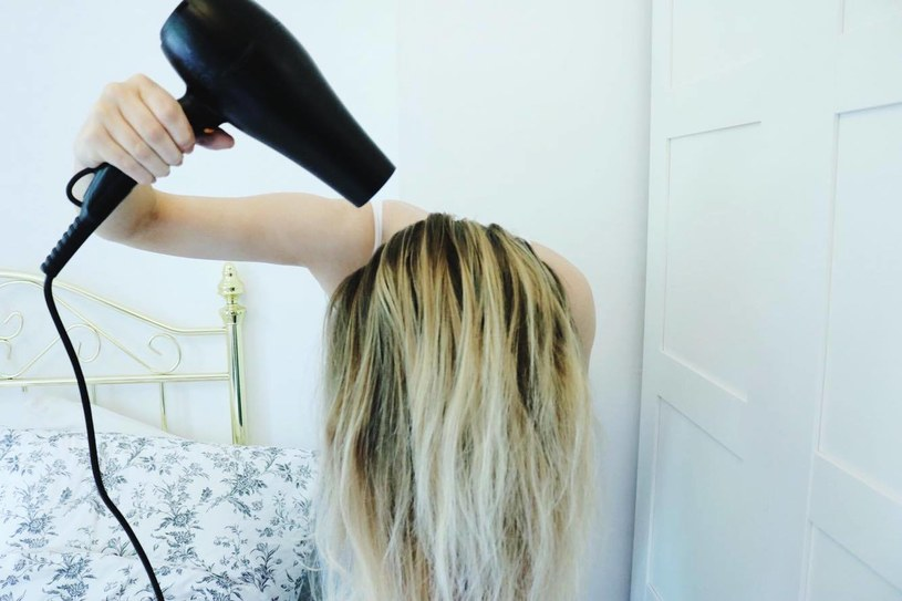 suszenie włosów /© Photogenica