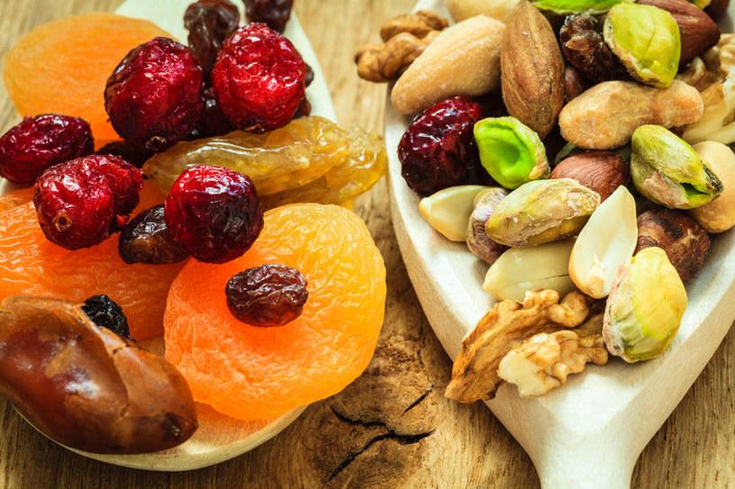 Suszone owoce i orzechy /©123RF/PICSEL