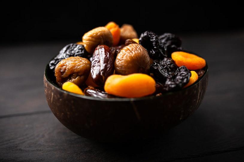 Suszone owoce mogą być prawdziwą kaloryczną bombą! /123RF/PICSEL