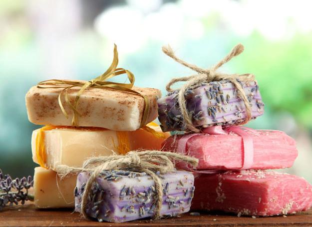 Suszone zioła i ekstrakty z ziół można wykorzystywać m.in. do produkcji mydeł /123RF/PICSEL