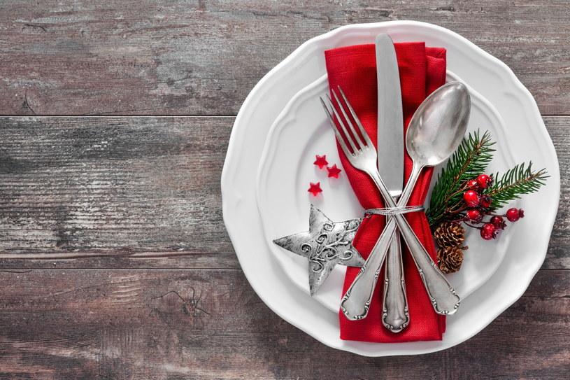 Suto zastawiony stół nie musi oznaczać, że część jedzenia się zmarnuje /123RF/PICSEL