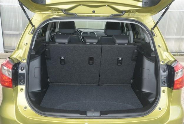 suzuki sx4 s-cross bagażnik /Motor