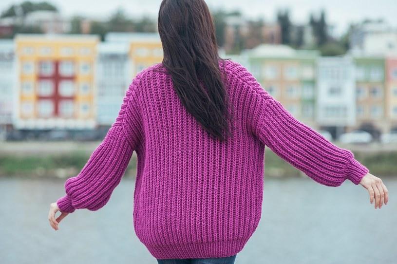Swetry w wersji deluxe - jak wybrać i z czym je nosić? /materiały prasowe