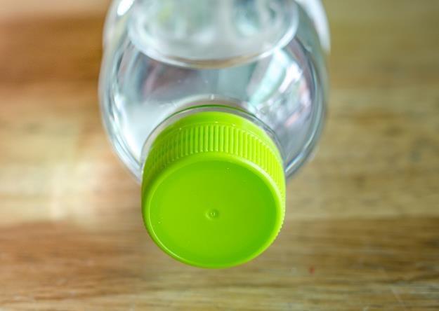 Świat coraz bardziej kocha wodę w butelkach /©123RF/PICSEL