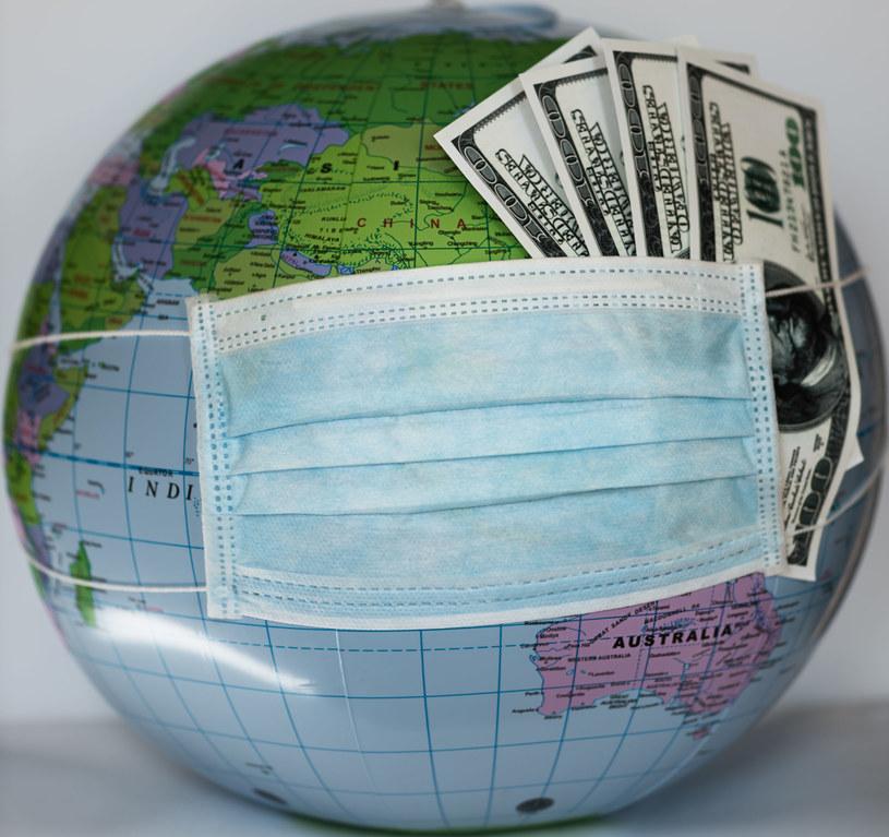 Świat już tonie w długach. Nie unikniemy wyższych podatków /123RF/PICSEL