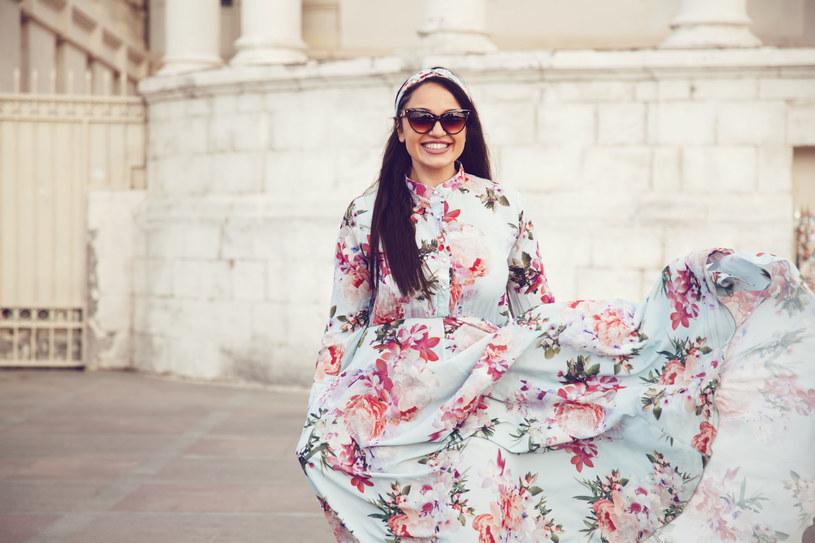 Świat mody zaczął życzliwiej traktować kobiety o rozmiarze powyżej 40 /123RF/PICSEL