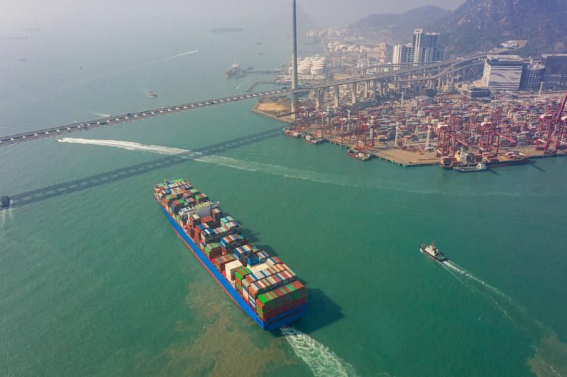 Świat od dłuższego czasu boryka się z problemami z transportem morskim towarów. /123RF/PICSEL