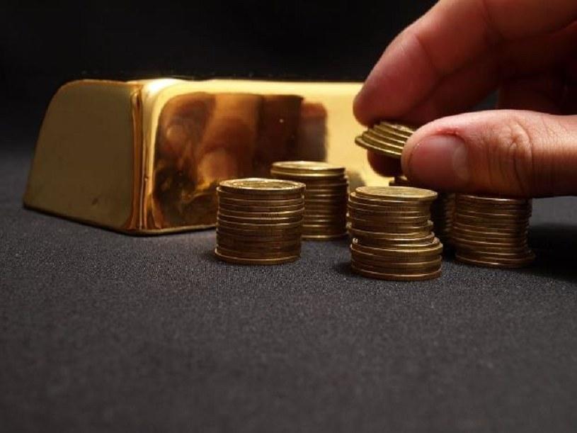 Świat stawia na złoto... /123RF/PICSEL