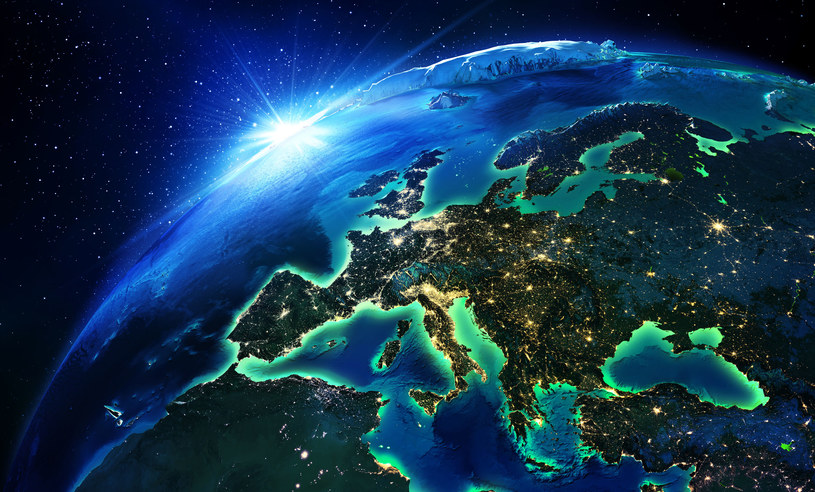Świat stoi przed wielkim energetycznym wyzwaniem /123RF/PICSEL