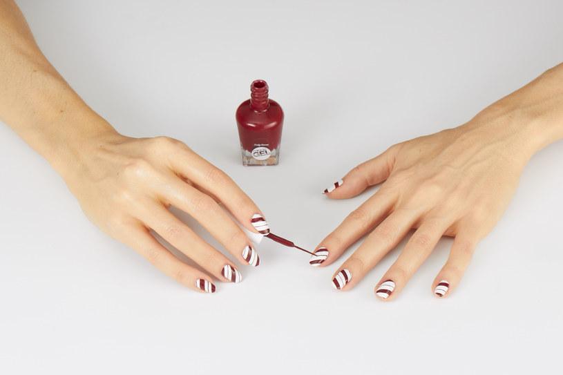 Świąteczny manicure /materiały prasowe
