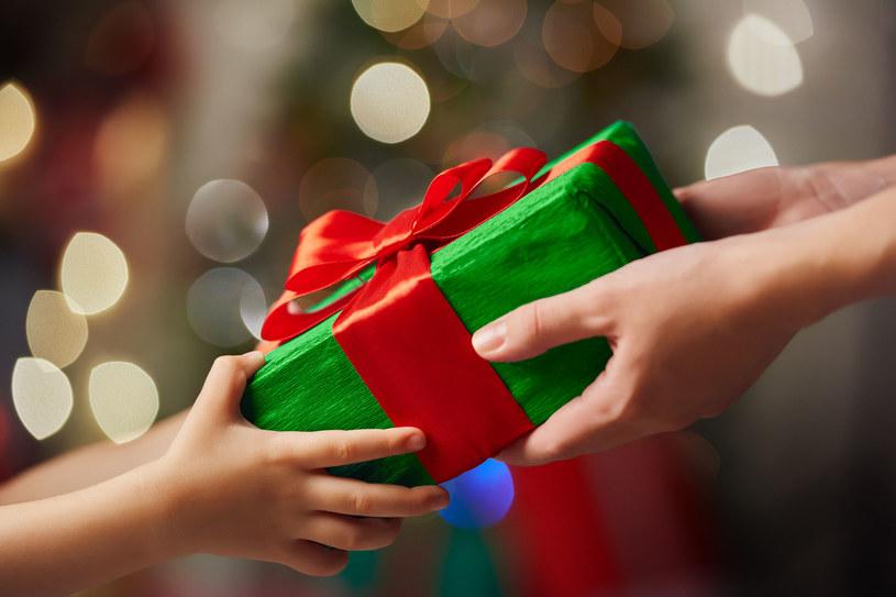 Świąteczny prezent /123RF/PICSEL