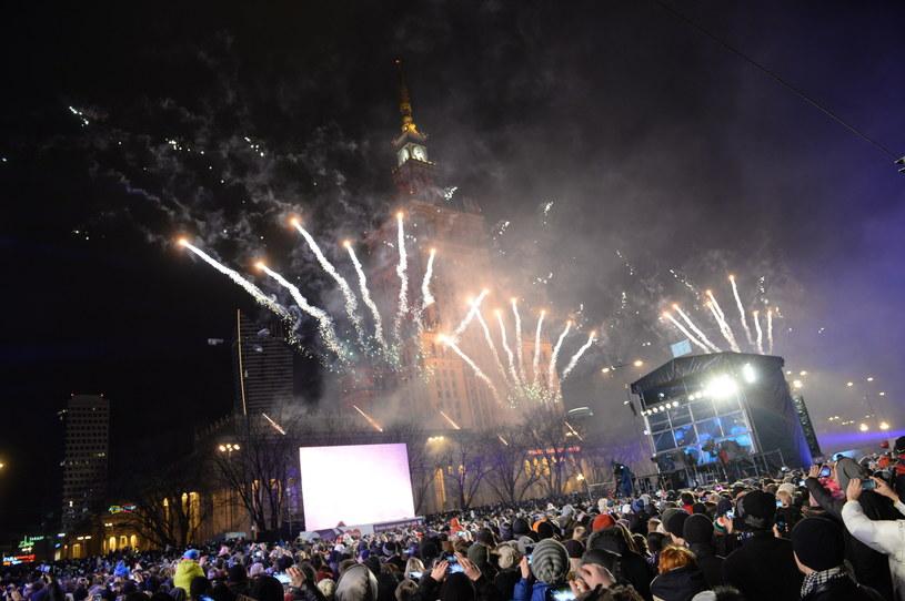 Światełko do nieba - pokaz sztucznych ogni przed Pałacem Kultury i Nauki w Warszawie /Jacek Turczyk /PAP